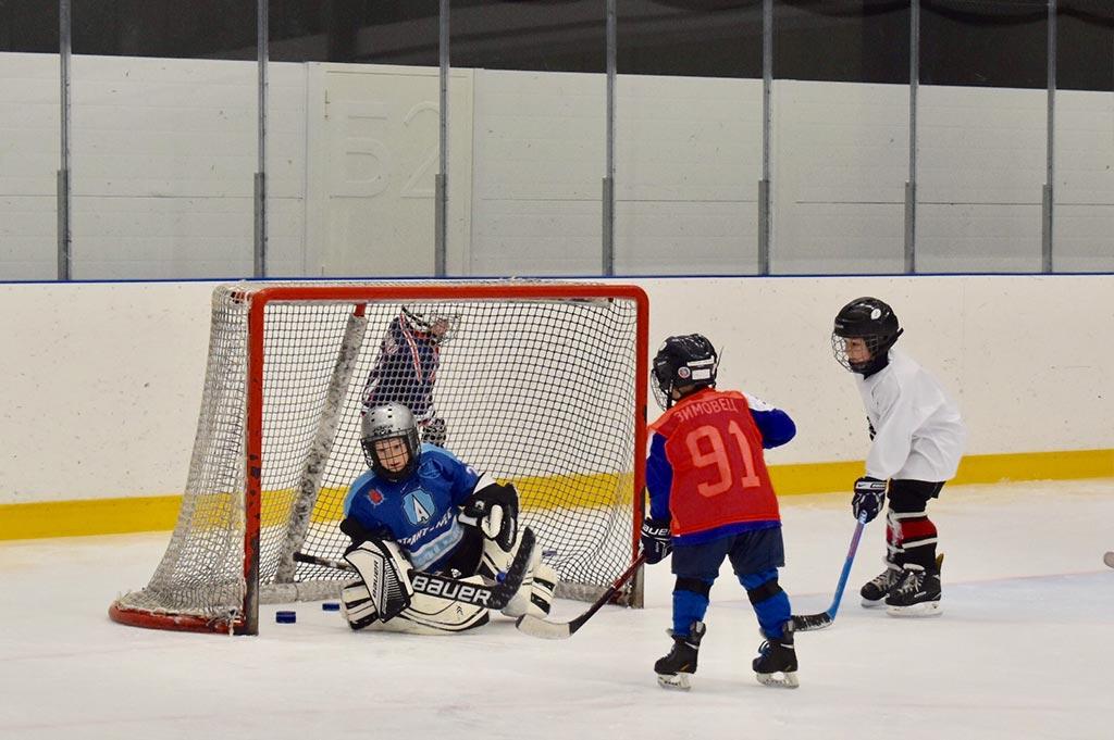 Первая тренировка в детской секции по хоккею